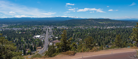 A panorama of Bend from Pilot Butte State Park Stockfoto