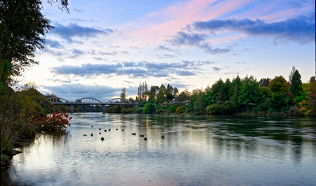 Waikato rivier in de buurt van Fairfield Bridge, Hamilton