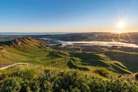 Amanecer sobre el pico Te Mata, Hawkes Bay, Nueva Zelanda