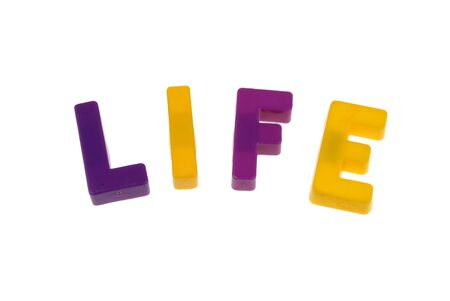 speelgoed magnetische letters die het woord spellen leven Stockfoto