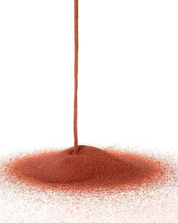 granate: Red Garnet se vierte en un blanco backgroung