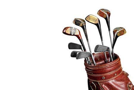 흰색 배경 위에 격리하는 오래 된 가방에 빈티지 착용 골프 클럽