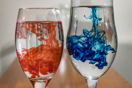 wine glasses with red and blue dye Standard-Bild - 101431732