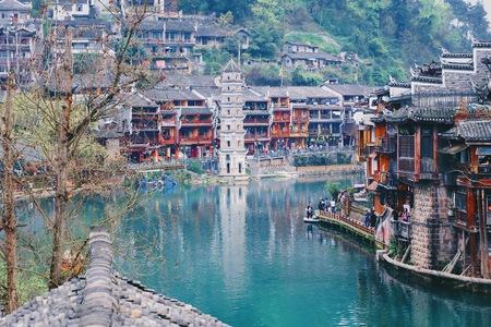 Città antica di Fenghuang (Phoenix) e bellissimo fiume, provincia di Hunan, Cina.