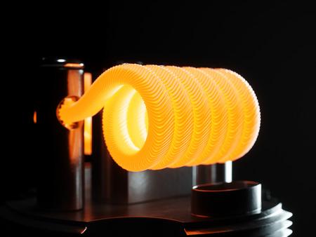 Vaping atomizador con la bobina de Clapton. Fondo negro