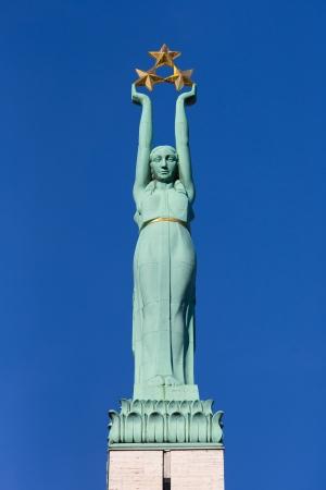 Monumento de la libertad en Riga, Letonia con el cielo azul Foto de archivo - 22988651