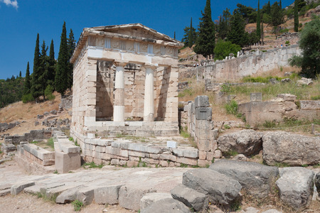 delfi: The reconstructed Athenian Treasury, built to commemorate their victory at the Battle of Marathon, Delphi, Greece.