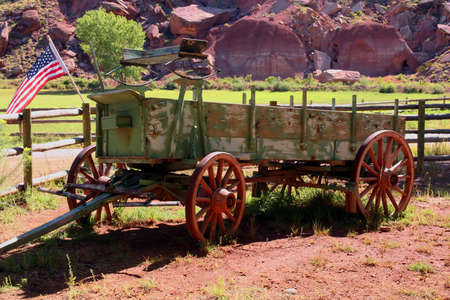 old wood farm wagon: View of a typical american working cart.