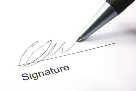Detail view of the signature box of a contract with a pen.  Standard-Bild