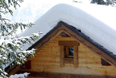 Detail view of a luxurious log cabin in the Alps in France. Standard-Bild