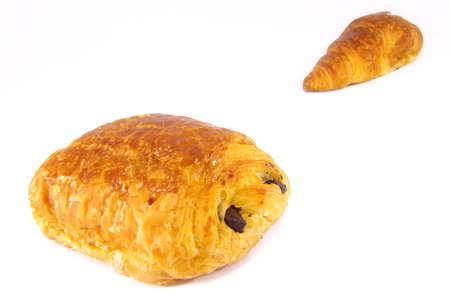 au: Studio shot of a croissant and a pain au chocolat.