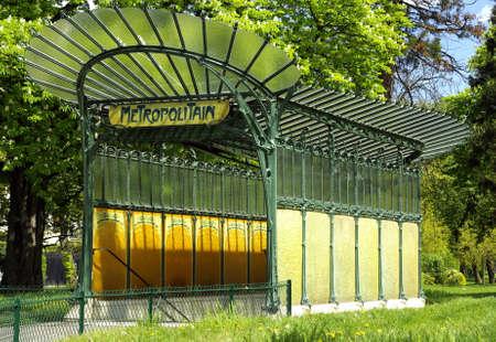metropolis: Parisian tube entrance