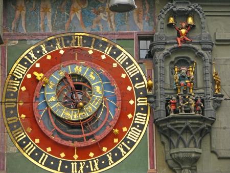 El Zytglogge es la torre del reloj hito medieval en el casco antiguo de Berna - Suiza