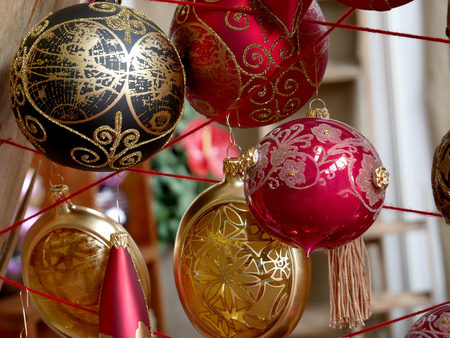 Varios adornos navideños