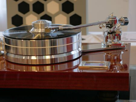Stereo turntable vinyl record player. Audiophile HiFi luxury components. Banco de Imagens