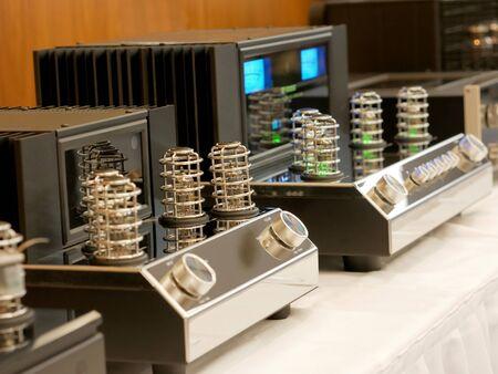 Retro lamp amplifier for HiFi music listening. Stereo Audiophile equipment for faithful sound recording. Stock fotó