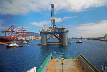 Towing of an Semi submersible rig out from Las Palmas. Stock Photo - 4700942