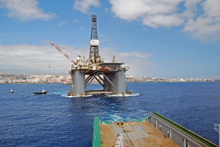 oilrig: Towing of an Semi submersible rig out from Las Palmas.