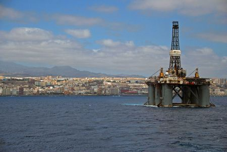 Towing of an Semi submersible rig out from Las Palmas. Stock Photo - 4700919
