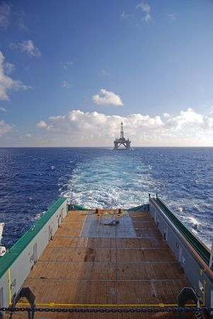 Towing of an Semi submersible rig. Stock Photo - 4700924