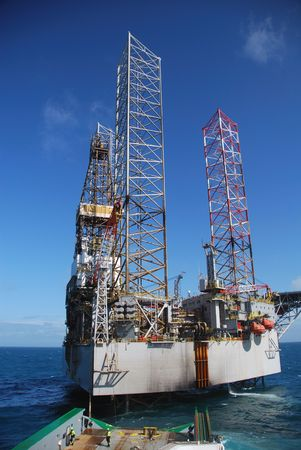 oilrig: Offshore rig move of an Jack-Up rig.