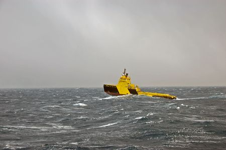 Towing a oil rig in rough weather