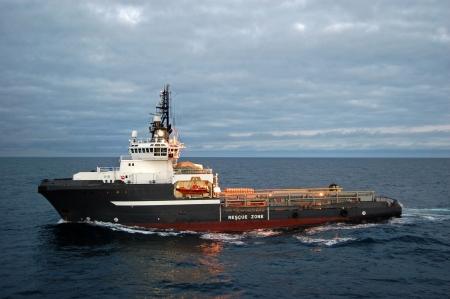 tug: Ancoraggio movimentazione nave nel mare del Nord Archivio Fotografico