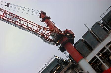 petrochemistry: Gr�a Offshore en operaci�n en el mar del Norte. Foto de archivo