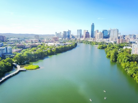 Top view riverside downtown Austin with green beautiful Colorado Standard-Bild - 114666135