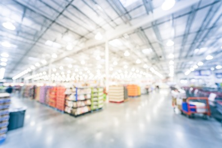Blurry background wide view of big boxes wholesale store in America Banque d'images