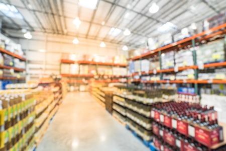 Unscharfe Hintergrund große Auswahl an Wein im Großhandel in Amerika Standard-Bild