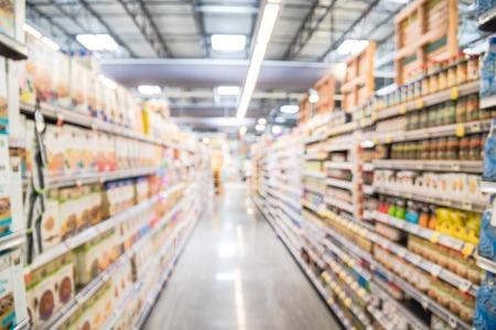 Unscharfe Hintergrundvielfalt an Pralinen und Bonbons im amerikanischen Lebensmittelgeschäft Standard-Bild