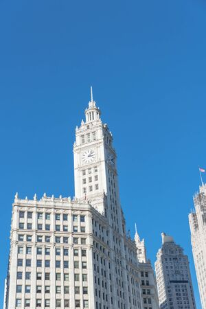 Lookup view of typical skyline building with rooftop tower clock in Chicago downtown Standard-Bild - 129318597