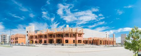 New development community North of Dallas, Texas with row of luxury apartment complex under construction and ready to move-in. Modern condo with multilevel garage and elevator shaft Banco de Imagens