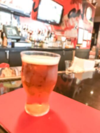 Abstract blurred beer pint with sport bar in background Zdjęcie Seryjne
