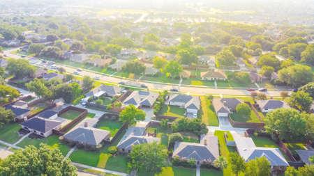 Aerial view urban sprawl subdivision near Dallas, Texas, USA row of single family homes large fenced backyard 免版税图像 - 154085550