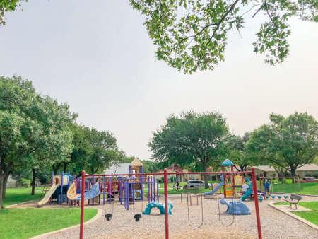 Swing set at large playground in residential neighborhood near Dallas, Texas, USA Stockfoto