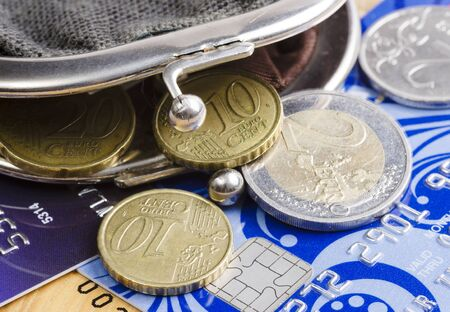 The old wallet, credit cards and coins close up Archivio Fotografico