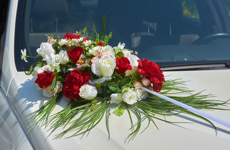 Wedding car decoration with flowers Archivio Fotografico