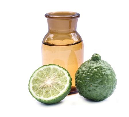 Kaffir lime huile pour �tre un ingr�dient commun dans les shampooings. Banque d'images