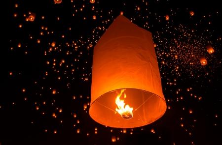 Lanternes flottantes � Yee Peng Festival, bouddhistes lanternes flottantes au Bouddha dans le district de Sansai, Chiang Mai, en Tha�lande. Banque d'images