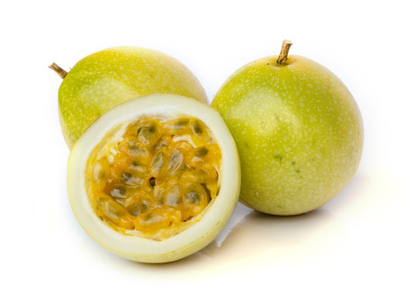 Ripe passion fruit  isolated on white background. Banque d'images