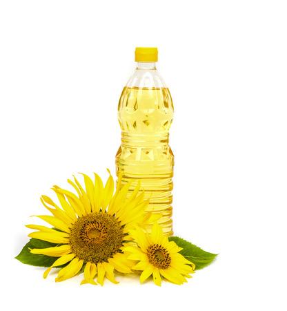 Fles zonnebloemolie met zonnebloem op een witte achtergrond. Stockfoto