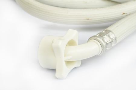 elasticidad: tuber�a industrial de goma el�stica agua con conectores en el fondo blanco. Foto de archivo