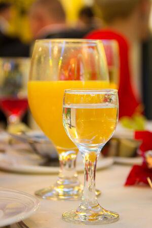 bebidas frias: Las bebidas fr�as en una mesa