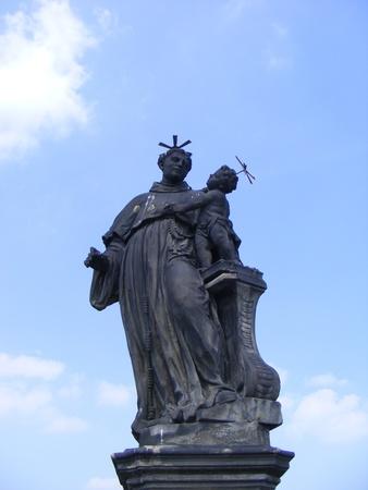 praga: statue,artistic monument village fountain, in the historic area, Praga