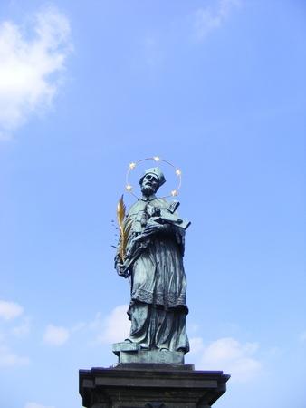 praga: sstatue,artistic monument village fountain, in the historic area, Praga