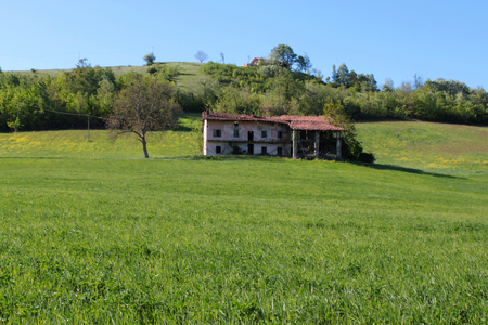 ancient Piedmontese farmhouse in the countryside 版權商用圖片