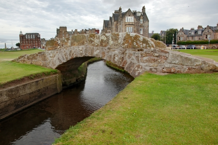 play golf: The famous Swilcan bridge on St Andrew Old Course Stock Photo