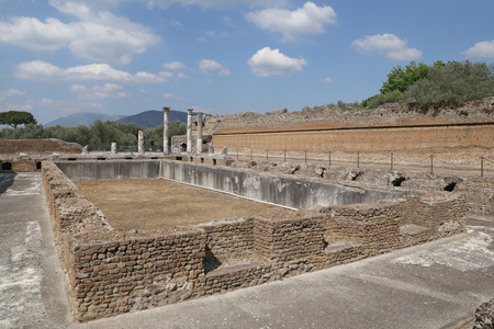 hadrian: Tivoli, Italia - 21 de abril 2014 Antiguas ruinas de Adriano Editorial